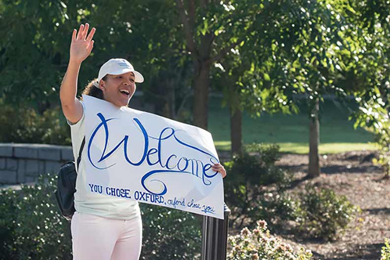 A student welcomes first-year students to orientation.
