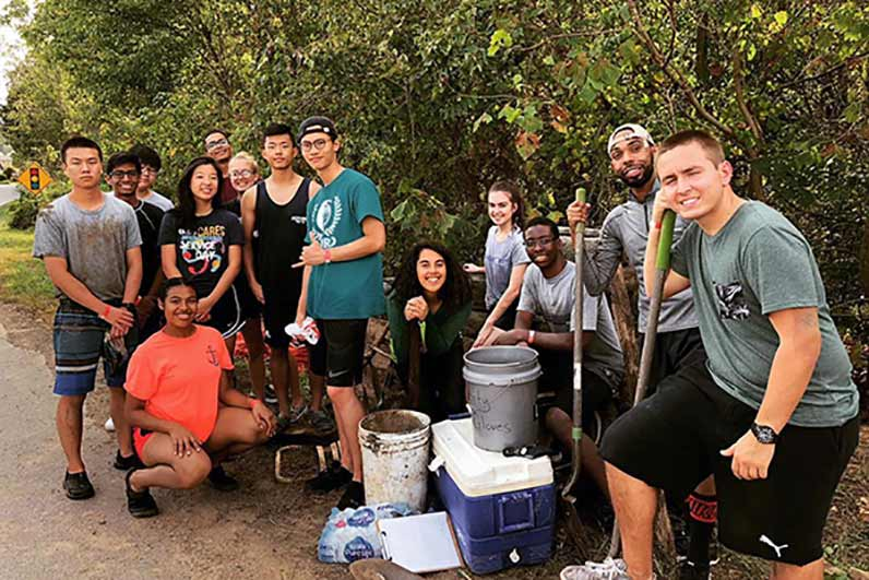 Students do outdoor clean up during an Alternative Fall Break service trip.